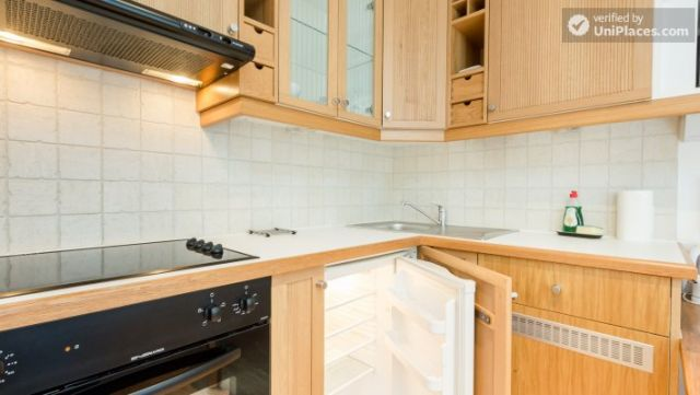 Well-furnished studio-apartment, next to the University of London 8 Image