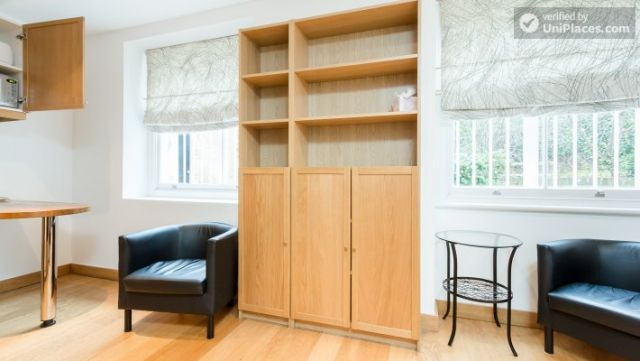 Well-furnished studio-apartment, next to the University of London 4 Image