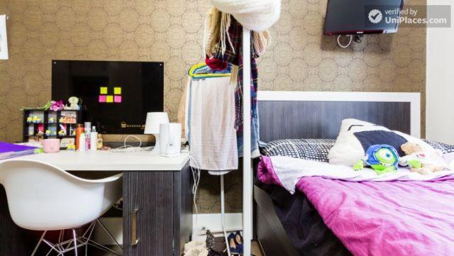 Premium En-Suite Triple Room - Modern Residence in Popular Bloomsbury 4 Image