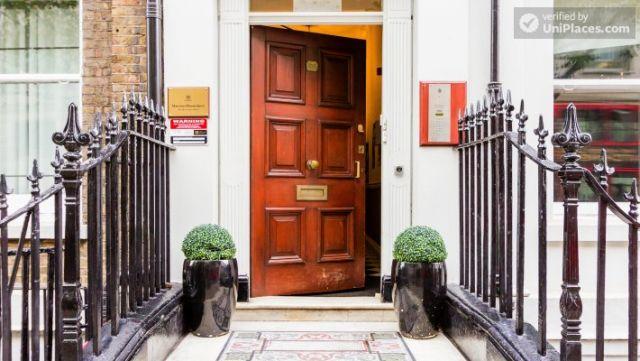 Premium En-Suite Triple Room - Modern Residence in Popular Bloomsbury 9 Image