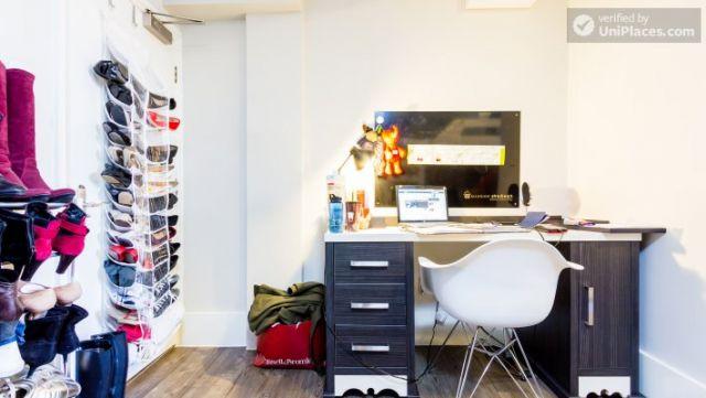 Premium En-Suite Triple Room - Modern Residence in Popular Bloomsbury 7 Image