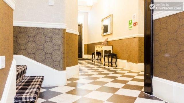 Premium En-Suite Triple Room - Modern Residence in Popular Bloomsbury 3 Image