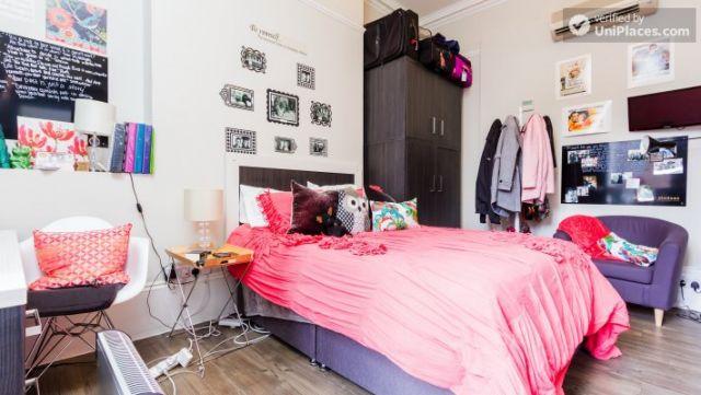 Premium En-Suite Triple Room - Modern Residence in Popular Bloomsbury 8 Image