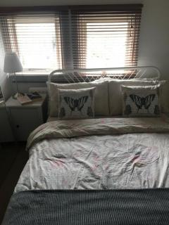 DOUBLE BEDROOM FOR SINGLES OR PARTNERS ALL BILLS INC