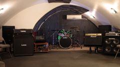 Friendly W LND Rehearsal Studio w Backline & AC