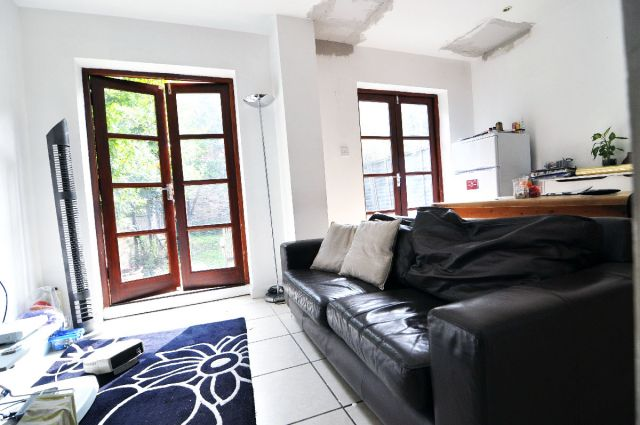 En-suite double room available now, no deposit required 3 Image