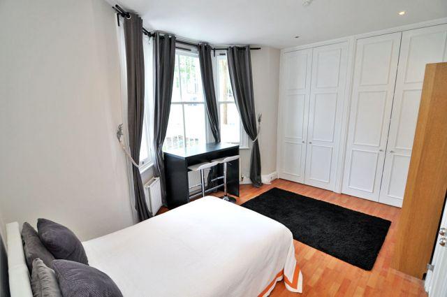 A modern double studio flat in Shepherds Bush 3 Image