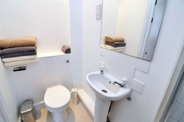 A modern double studio flat in Shepherds Bush 5 Image
