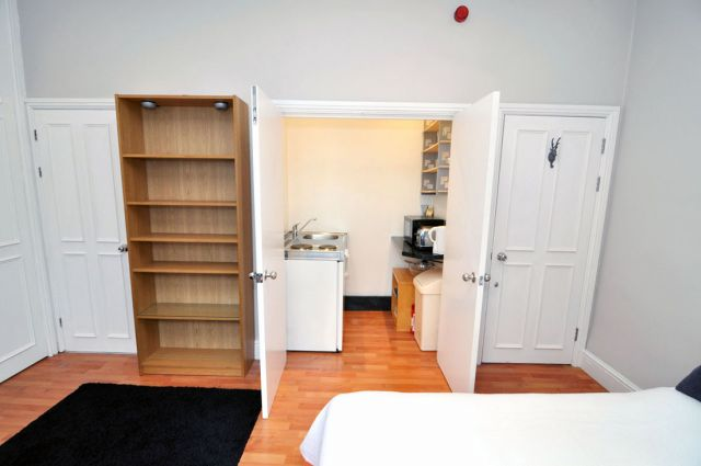 A modern double studio flat in Shepherds Bush 7 Image