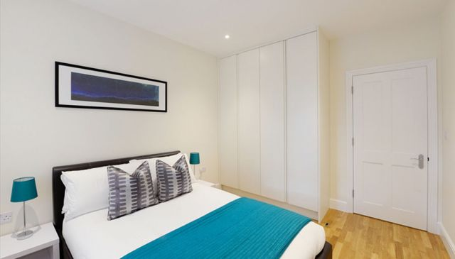 An outstanding two bedroom apartment in West London 3 Image