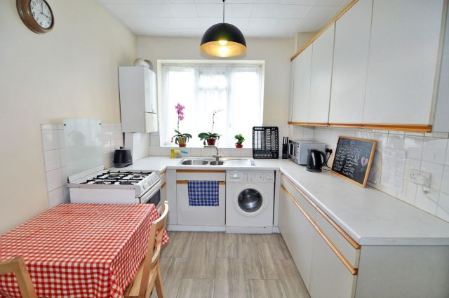 A bright and cosy double bedroom, FREE WiFi, bills incl 5 Image