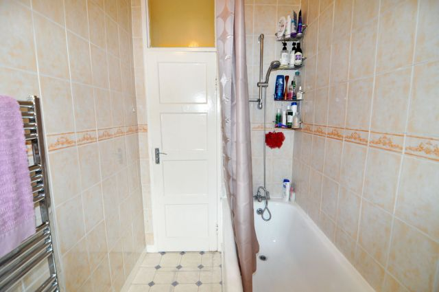 A very spacious double room, free WIFI, bills included 5 Image