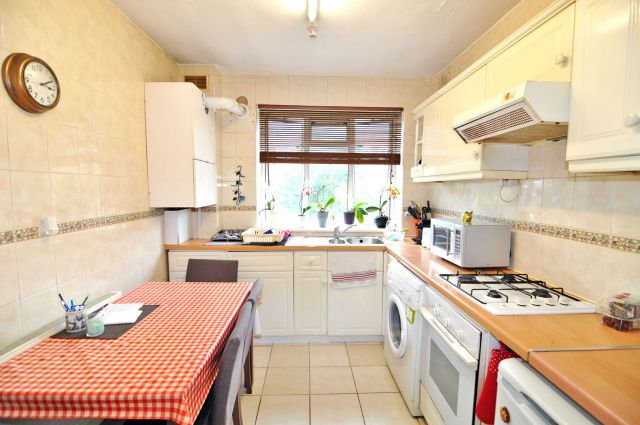 A very spacious double room, free WIFI, bills included 6 Image