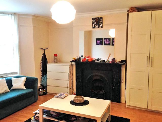 A large double studio with a separate kitchen and bathr 4 Image