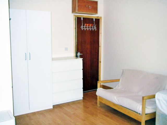 A large, bright, double studio, WiFi available 4 Image