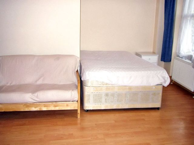 A large, bright, double studio, WiFi available 5 Image