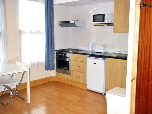 A large, bright, double studio, WiFi available 6 Image