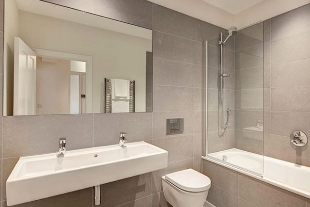 A stunning two bedroom, two bathroom apartment 7 Image