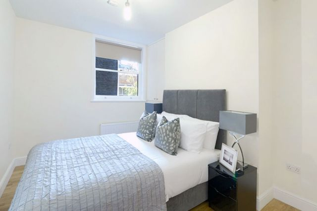 A marvellous 3 bedroom, 2 bathroom flat with parking 5 Image