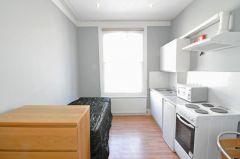 A bright single bedsit in the heart of Kensington W8