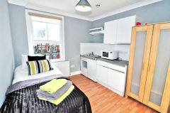 A newly refurbished bedsit, all bills & internet incl.