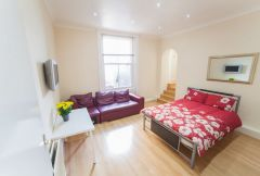 A well-presented double studio flat with own bathroom