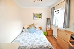 A lovely bright and beautiful furnished double room