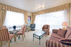 Large Bright And Spacious 1 Bedroom Flat-Central