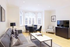 A newly refurbished 1st floor 2 bedroom 2 bathroom flat
