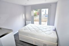 A brand new studio flat with the access to a garden