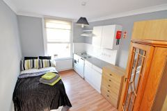 A Newly Refurbished Bedsit Room In W8, Bills Inc