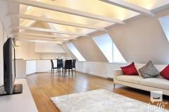 Stunning 2 Bedroom Flat With Balcony In Kensingt