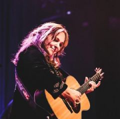 Gretchen Peters with very special guest Kim Richey
