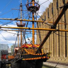 Loose Cannons: Comedy on The Golden Hinde