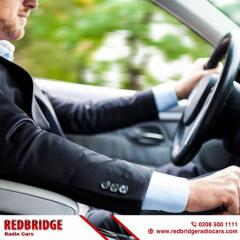 Book 4 to 8 Seater Taxi and Minicab services in Ilford