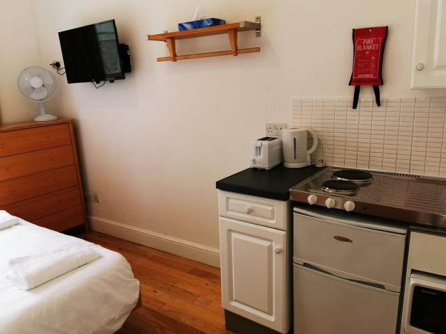 Room to rent in Central london in Hotel Paddington 5 Image