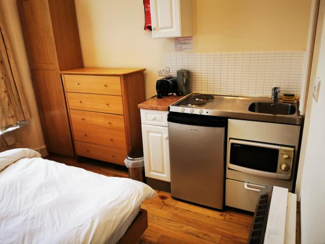 Room to rent in Central london in Hotel Paddington 3 Image